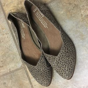 NWT Toms leopard print flat shoes